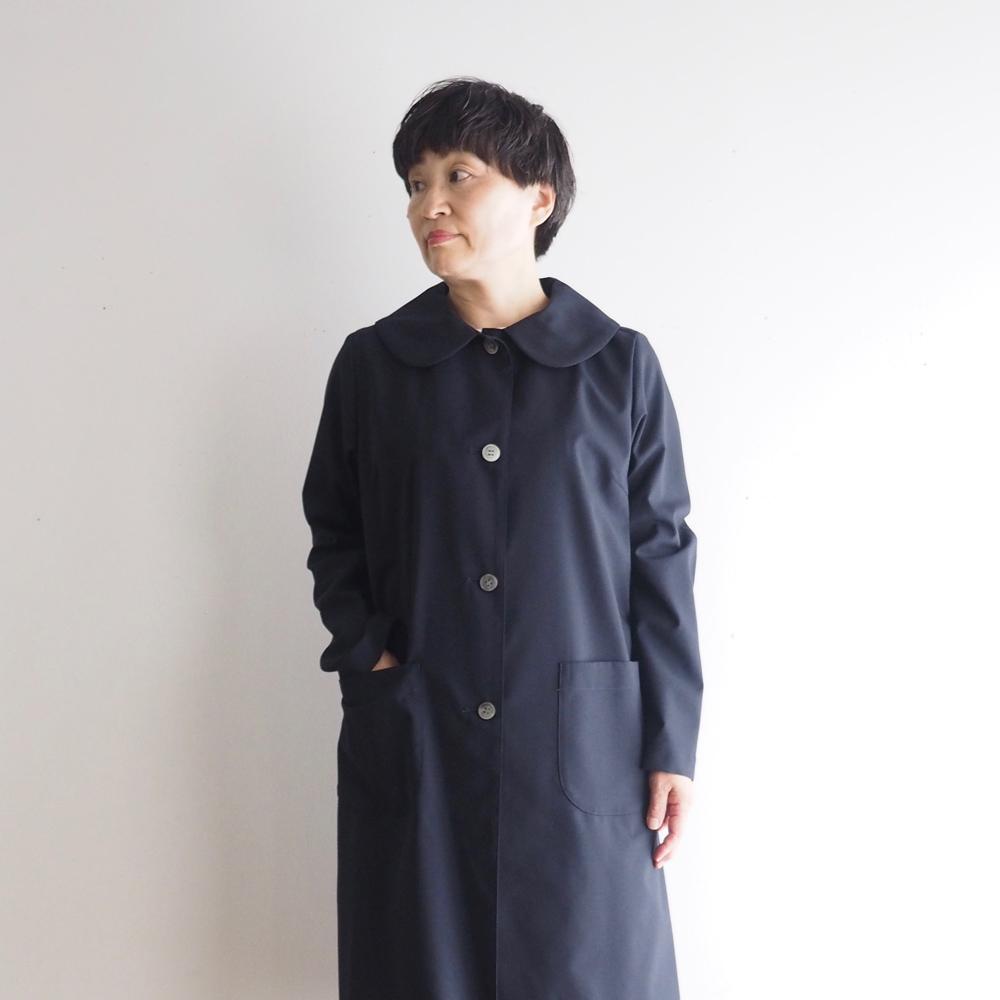 サマーウールの丸襟の短めコートと長いバルーンパンツ
