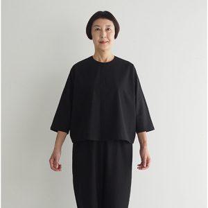 黒 モデル身長163㎝ Fサイズ着用 ※『テーパードパンツ(綿ツイル)』とセットアップでフォーマルウェアとしても着られます。
