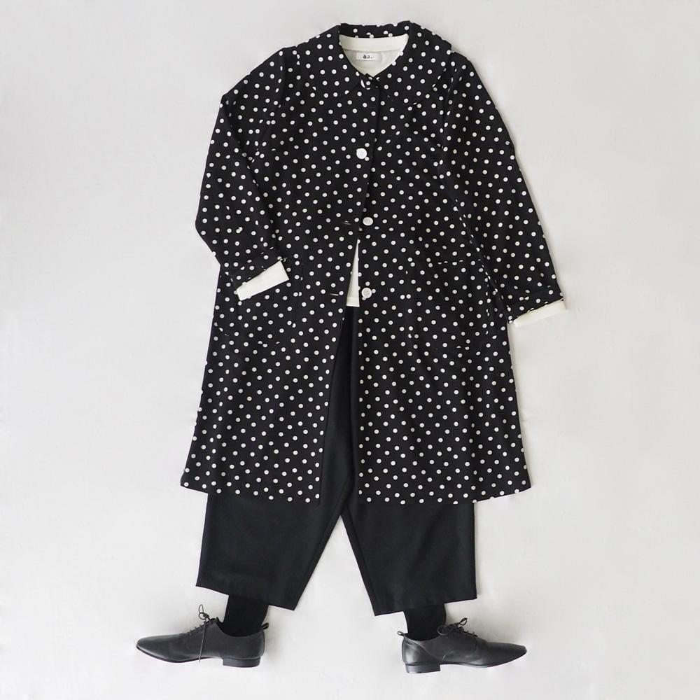 丸襟の短めコート