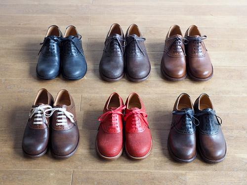 「サドルシューズ」6種類のカラーバリエーション。サドルシューズはもともと男性用の靴。「男っぽいかっこいい靴がつくりたくて、靴のパターンのバランスはメンズの靴