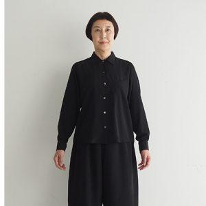 黒 モデル身長163㎝ Mサイズ着用 ※『ワイドバルーンパンツ(テジン)』とセットアップでセミフォーマルとしても着られます。