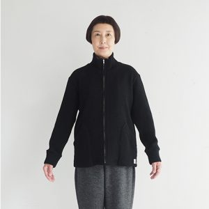 黒 モデル身長163㎝ XSサイズ着用