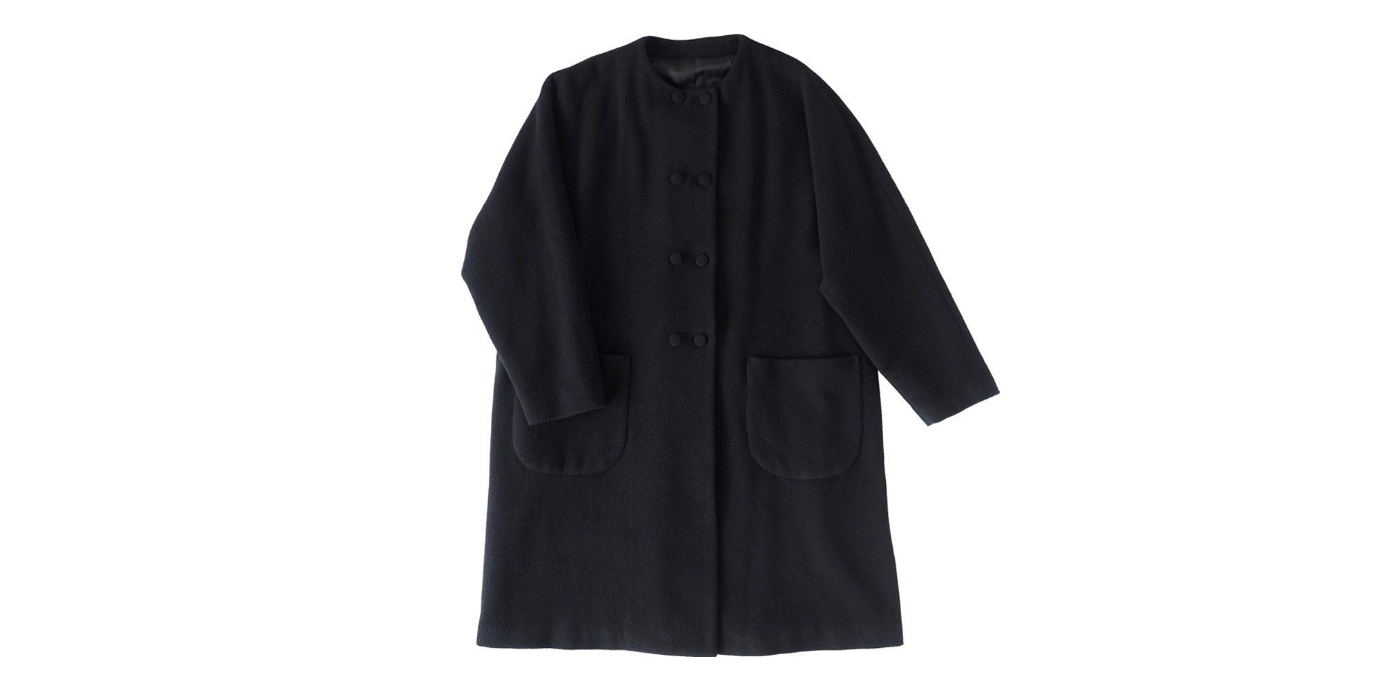 くるみボタンの襟なしコート