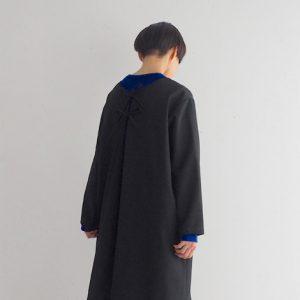 黒・リボンを後ろ モデル身長164㎝ Mサイズ着用