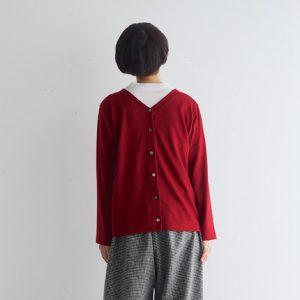 赤・ボタンを後ろ モデル身長164㎝ Mサイズ着用
